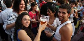 بيرة للمسلمين وأخرى لليهود من الديرة الفلسطينية