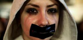 كيف يتصاعد العنف ضد النساء والأطفال بسبب كورونا؟