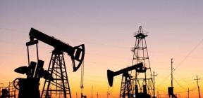 أسعار النفط تنخفض لتبلغ أدنى مستوياتها منذ 17 عاماً