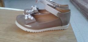 حلا كادت تصل السماء.. حصلت على حذاء العيد!