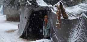 البرد القارس يودي بحياة طفلين في مخيم الهول