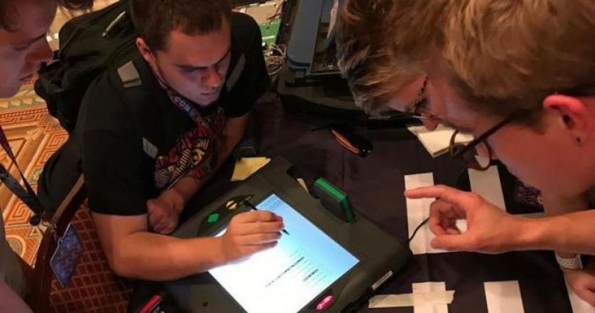 إبن الـ 11 عاماً يخترق موقع الانتخابات الأمريكية