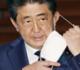رئيس وزراء اليابان يوقف استخدام كمامة غير فعالة لكورونا بعد انتقادات